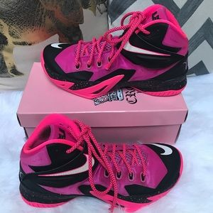 Women Lebron Breast Cancer Shoes on